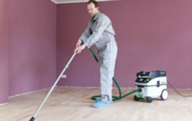 Oling and waxing of wooden floors - step 1