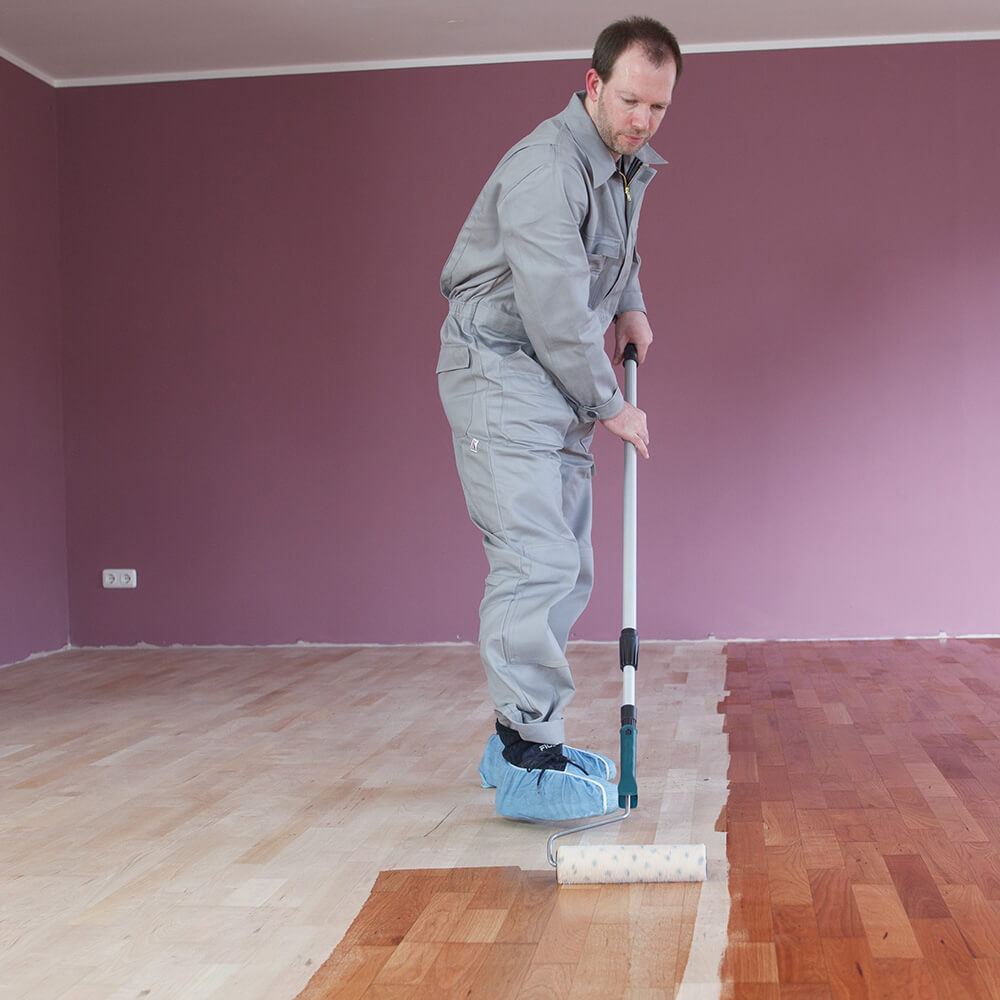 Oiling and waxing of wooden floors